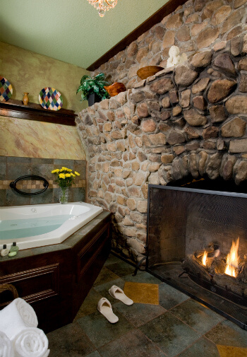 Sycamore suite two person jacuzzi tub and gas fireplace